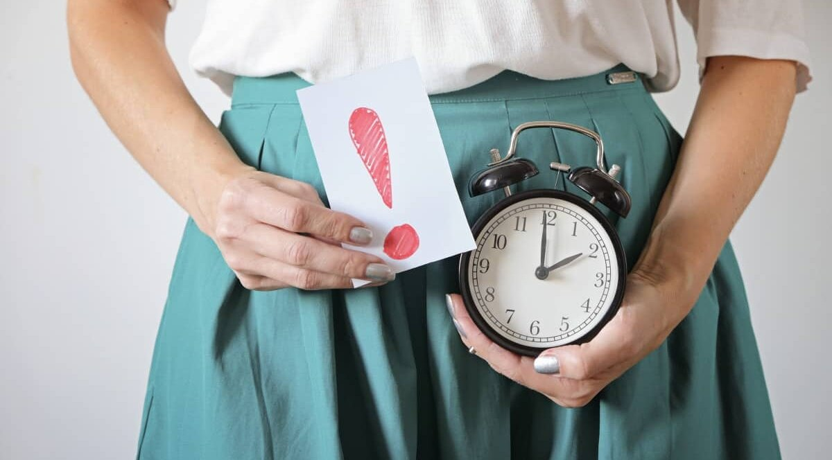 Нарушения менструального цикла и причины задержки месячных